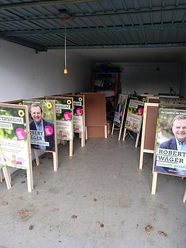Der Wahlkampf beginnt – mit Plakate kleben